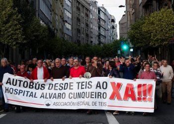Manifestación para esixir un autobús direto ao Hospital Alvaro Cunqueiro dende Teis