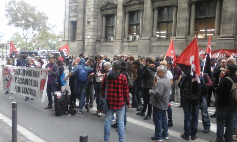La CGT okupa el edificio de la Universitat y corta el tráfico en la Vía Laietana de Barcelona en solidaridad con los trabajadores y estudiantes encausados de la UAB