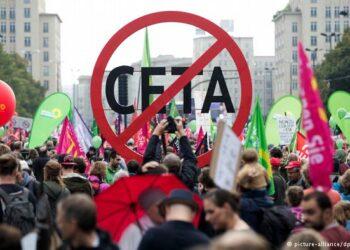 IU reclama someter la ratificación del CETA a un referéndum en toda la UE