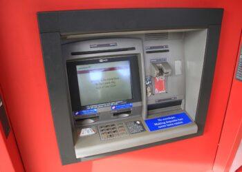 Almodóvar del Río cobrará 400 euros a los bancos por poner cajeros automáticos en la calle