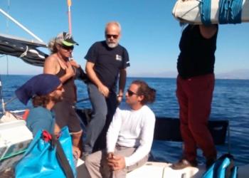 Zaytouna recibe la solidaridad griega y sigue navegando hacia Gaza