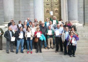 Europa Laica, junto con colectivos de la enseñanza y otras organizaciones, presentan en el Congreso una PNL por la escuela pública y laica y la religión fuera de la escuela