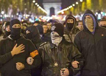 Protestas nocturnas e indignación policial marcan semana en Francia
