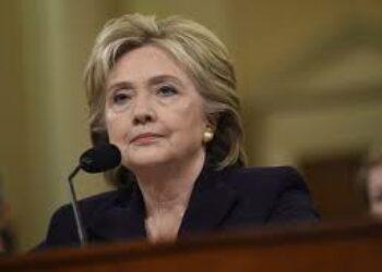 El FBI reabre caso de los emails contra Clinton