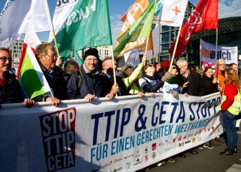 Salvemos Cabana llama a la movilización frente a los tratados de libre comercio CETA, TISA y TTIP