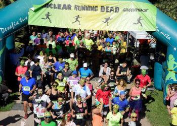 """Greenpeace llena las calles de cinco localidades españolas con cientos de """"zombis nucleares"""" en la víspera de Halloween"""
