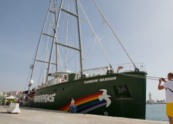 El buque insignia de Greenpeace, Rainbow Warrior, ya está en Málaga