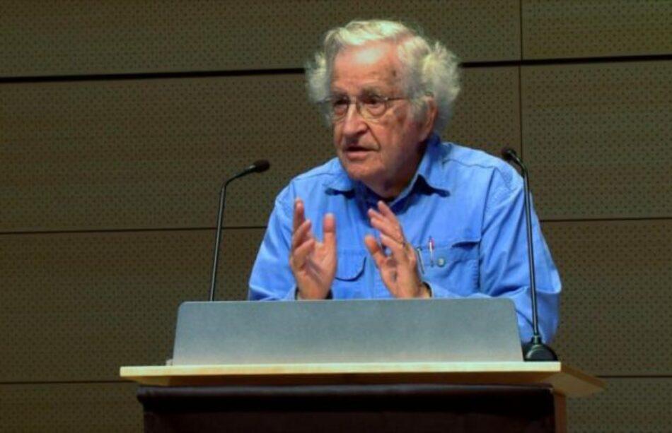 Noam Chomsky: Trump es resultado del miedo y de una sociedad quebrada por el neoliberalismo
