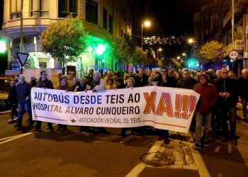 Manifestación dos veciños de Teis (Vigo) que piden un autobús ao Hospital Álvaro Cunqueiro