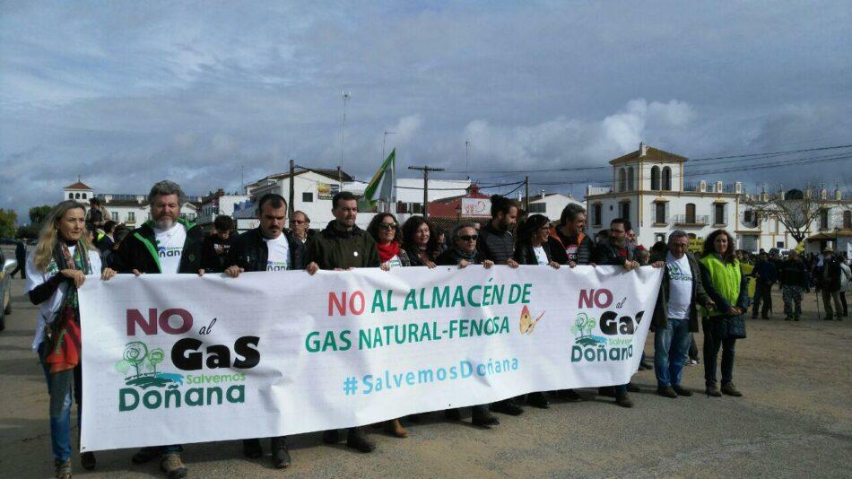 Exitosa marcha-manifestación contra el almacén de gas en Doñana, a pesar de la lluvia