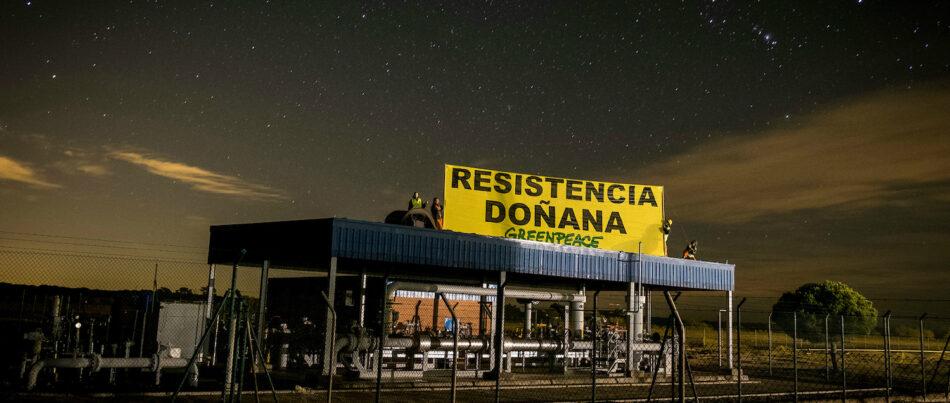 24 horas encadenados paralizando la obra de Gas Natural Fenosa en Doñana