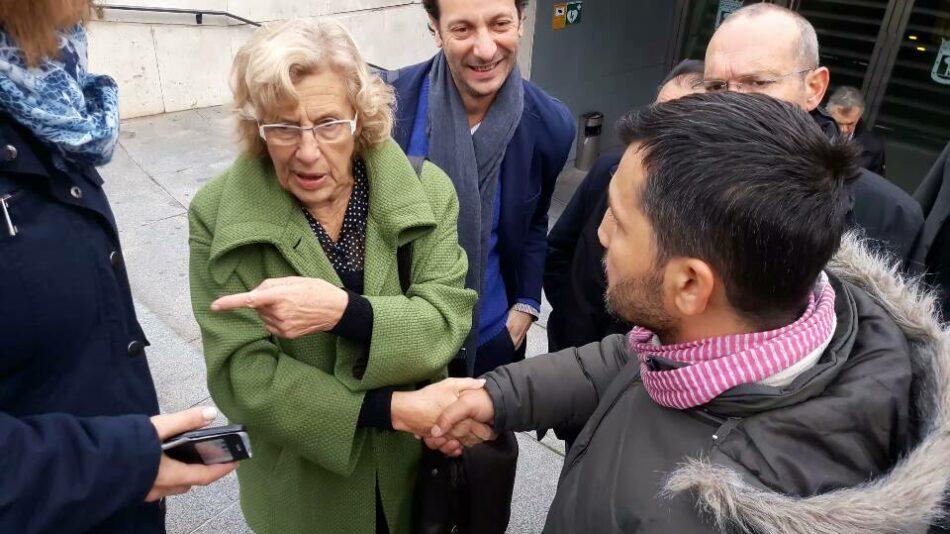 Manuela Carmena se compromete con las personas sin techo de Madrid
