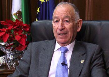 Piden dimisión de Gabriel Amat, alcalde Roquetas, por los contratos «autoconcedidos»