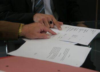 Civio insta a los partidos a enmendar la Ley de Contratos Públicos con un regulador independiente y más transparencia