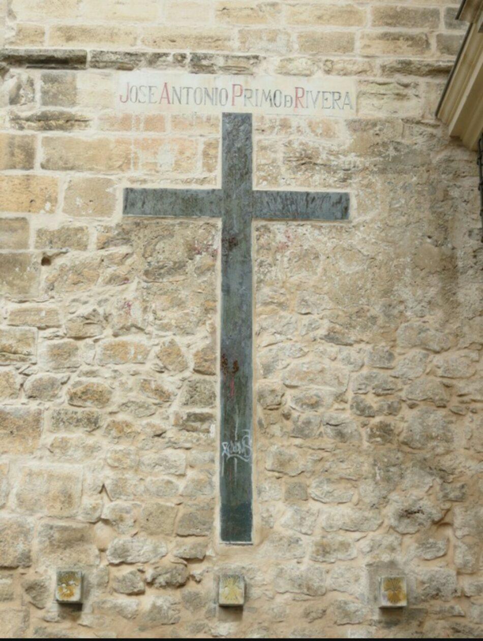 El Obispado de Cuenca protesta contra la retirada de la fachada de la Catedral del nombre de José Antonio Primo de Rivera y de tres símbolos de la Falange