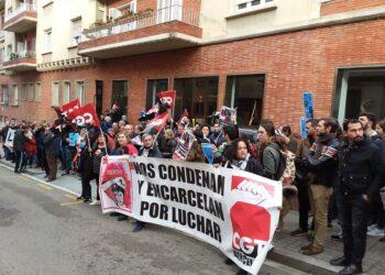 Crónica de la concentración por la libertad de Lola Gutierrez en el consulado griego en Barcelona