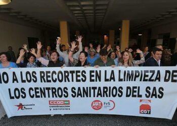CGT se moviliza contra los atropellos de LISAN en la limpieza sanitaria de hospitales en Málaga