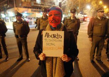 Senado chileno aprueba legislar el aborto en tres causales