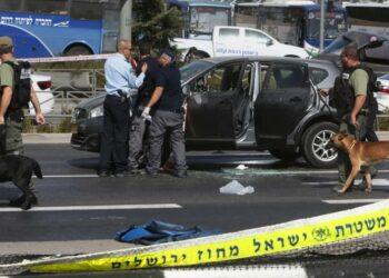 Camión embiste a un grupo de soldados israelíes; 4 mueren