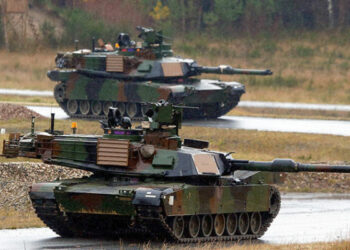 Centenares de tanques de EE.UU. se despliegan en la frontera rusa