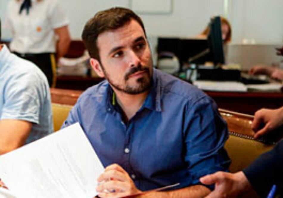 """Garzón avisa a Montoro que si sigue con sus políticas """"fracasarán sus objetivos autoimpuestos"""" para 2017 de crear 900.000 empleos y reducir la tasa de paro a menos del 19%"""