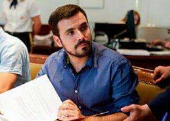 Garzón reprocha a Montoro que el gobierno del PP actúe «de forma poco rigurosa y oportunista» en materia fiscal hasta llevar los impuestos a una regresión muy profunda»