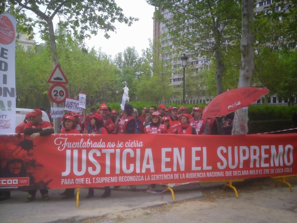 Podemos participa en la concentración de los trabajadores de Coca-Cola frente al TS