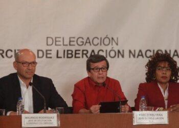 Gobierno colombiano y ELN retoman en Quito diálogos por la paz