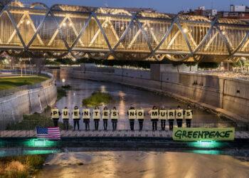 Greenpeace pide en todo el mundo 'Puentes No Muros' para crear un futuro verde y en paz