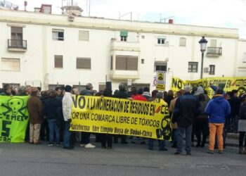 Éxito rotundo de la concentración celebrada en Chiva contra la incineración de residuos tóxicos en la cementera de Buñol