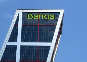 Sindicatos, partidos políticos y organizaciones ciudadanas reclaman paralizar la venta de Bankia y de BMN