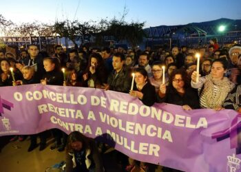 Un millar de persoas despiden en Redondela a Sesé, a última víctima de violencia de xénero