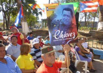 Recordaron el levantamiento del 4F y homenajearon a Hugo Chávez en El Salvador