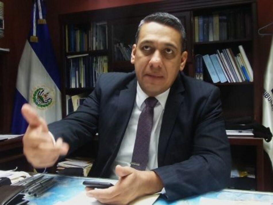 Corte Suprema salvadoreña destituye a magistrado del TSE