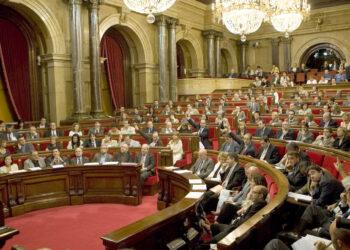 Los 5 senadores de En Comú Podem solicitan al Gobierno la retirada del recurso contra la Mesa del Parlament