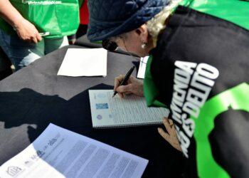 Crónica desde la Puerta del Sol – Mesa Cero (ILP Vivienda: comenzó la recogida de firmas)