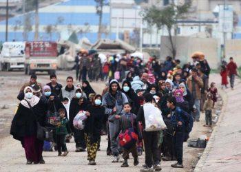 Sigue masivo éxodo en Mosul: 9000 personas en dos días