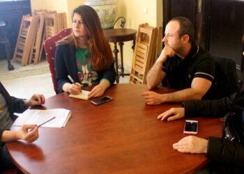Participa Sevilla declara 'non grato' el 'autobús de la transfobia'