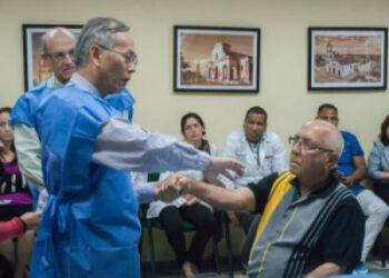 Experto de EE.UU. elogia preparación de médicos cubanos