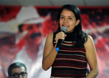 """""""Seguimos en pie. A pesar del miedo y la violencia seguimos soñando con una realidad distinta», Laura Zuniga (hija de Berta Cáceres)"""