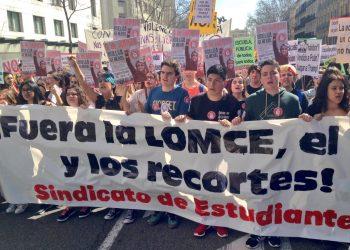Cerca del 65% de trabajadores y trabajadoras de la enseñanza y el 85% del alumnado y sus familias secundan la huelga general y paran de nuevo la educación