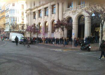 CGT denuncia que malentendidos ante una oferta de empleo genera aglomeraciones a las puertas de la sede de Correos en Valencia
