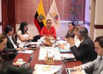 Definen en Ecuador comité legislador para proyecto de paraíso fiscal