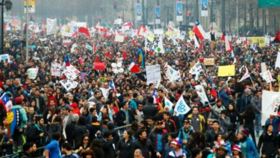 Miles de chilenos y chilenas realizan marcha contra AFP