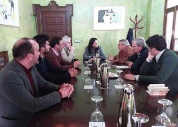 Alcaldes y Plataforma Salvemos Doñana coinciden en que es necesario trabajar unidos para cancelar el proyecto de Fenosa de almacenar gas en Doñana