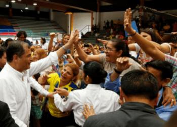 Correa convoca marcha para no olvidar el feriado bancario