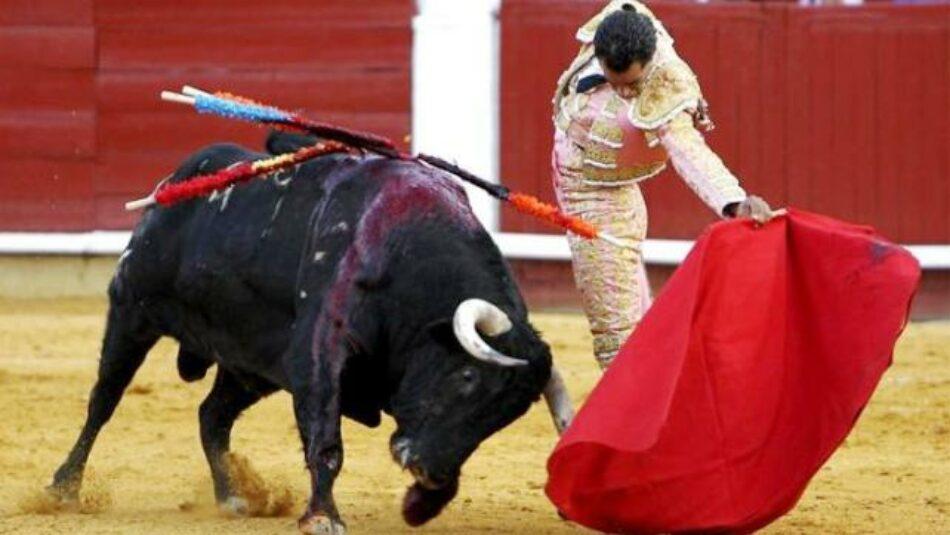 PACMA entrega en el Ministerio de Cultura 100.000 firmas contra la bajada del IVA a los toros