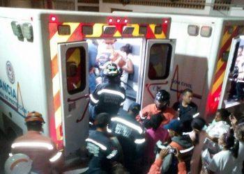 Grupos terroristas incendian hospital materno en Caracas