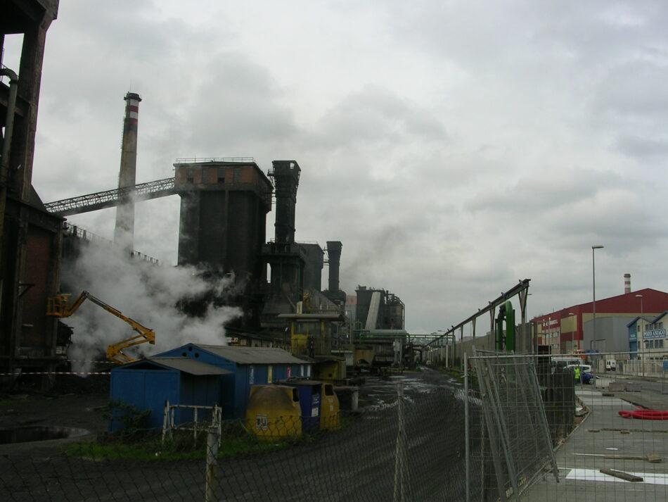 «Arcelor se rie de los avilesinos a cuenta de baterías, el Principado y el Ayuntamiento se lo consienten»
