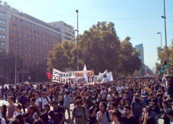 Chile: Decenas de miles de estudiantes volvieron a las calles por una ley de educación gratuita